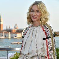 Naomi Watts luce en el Festival de Venecia el vestido boho que todas querríamos para el otoño
