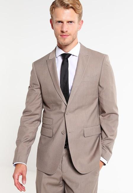 ¿Necesitas un traje nuevo? Zalando te ofrece este  Pier One Tan por sólo 51,95 euros con envío gratis
