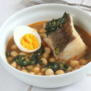 Garbanzos con bacalao y espinacas: receta tradicional