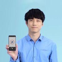 El móvil japonés que no permite hacer 'nudes' y notifica a los padres al intentarlo