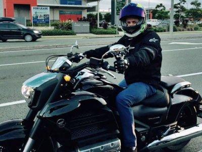 Casey Stoner muerde la mano de Honda