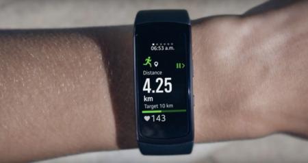 Samsung presentó la Gear Fit 2: GPS y 4GB de almacenamiento interno