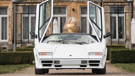 A subasta un Lamborghini Countach con acabados en oro, reencarnación de la opulencia y el exceso de los 80