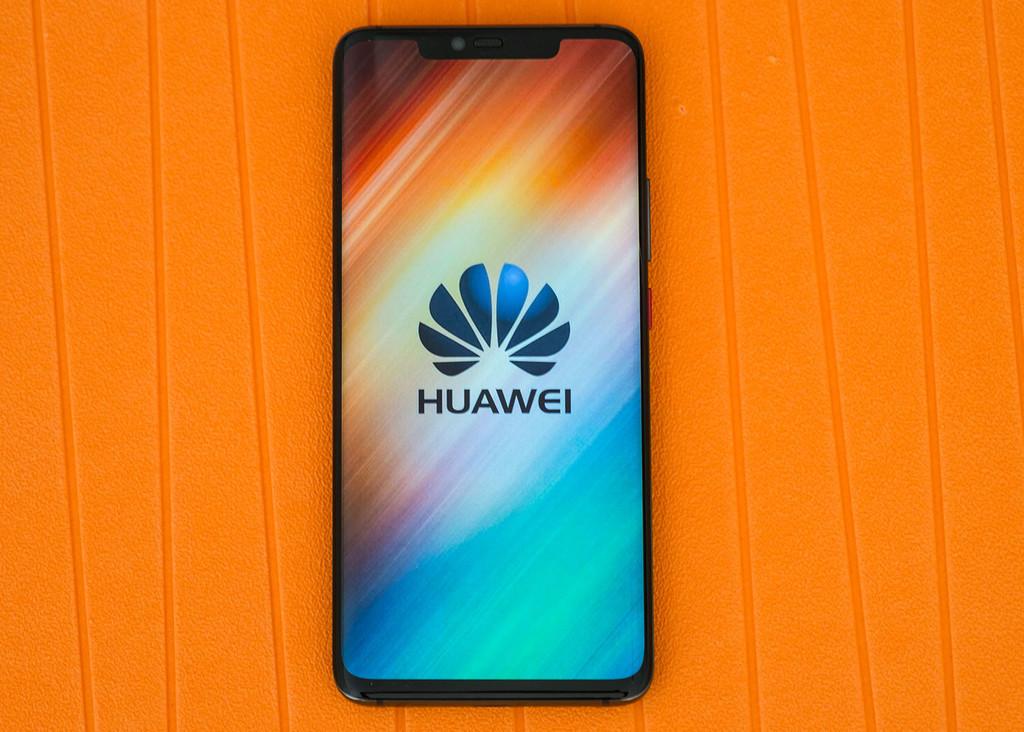 Huawei Mate 20 Pro est également une base de recharge sans fil: c