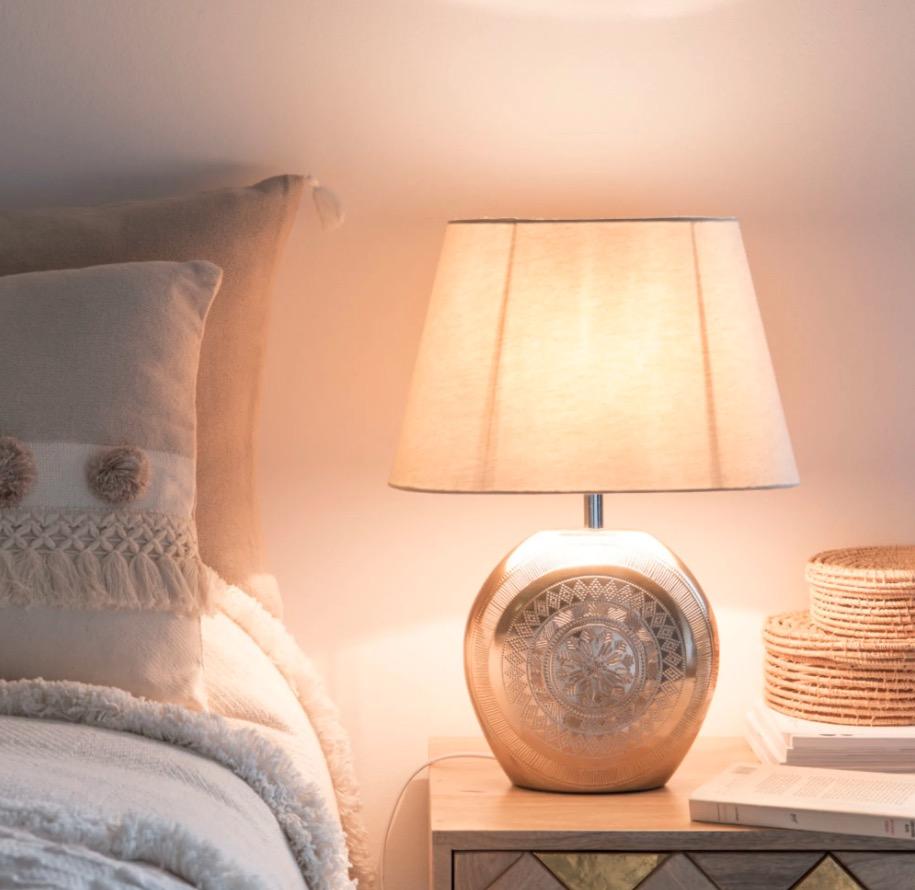 Lámpara de cerámica dorada mate con pantalla blanca Mojaves