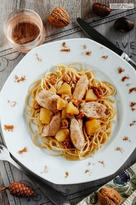Pollo con manzana y nuez con un toque de canela. Receta para Navidad