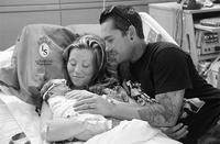 Contratan a una fotógrafa para una sesión de fotos con su hija, nacida sin vida