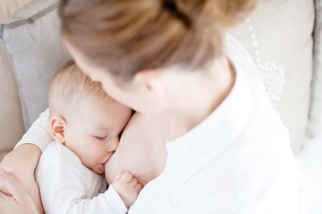 Dar el pecho tras un cáncer de mama es seguro y recomendable