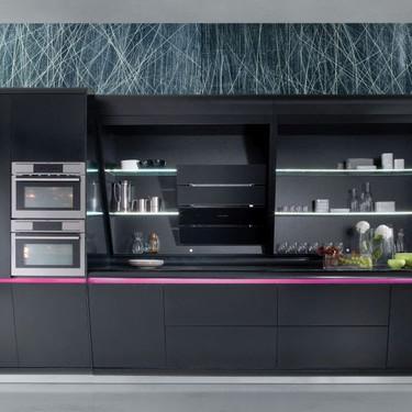 Impacto visual: el diseño y color de la cocina KOOK firmada por Karim Rashid forma parte de las nuevas tendencias