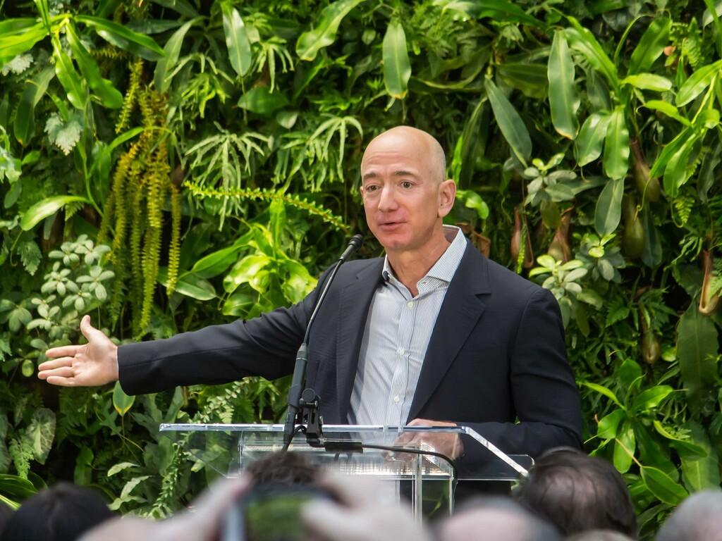 De fundar Amazon y comprar el Washington Post a volar al espacio: el camino de Jeff Bezos hasta ser uno de los hombres más poderosos de la tierra