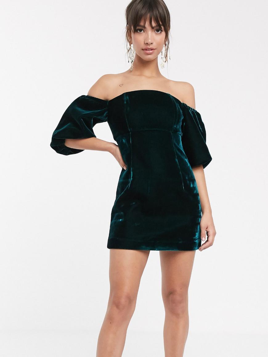 Minivestido con escote Bardot y mangas abullonadas en terciopelo de ASOS EDITION
