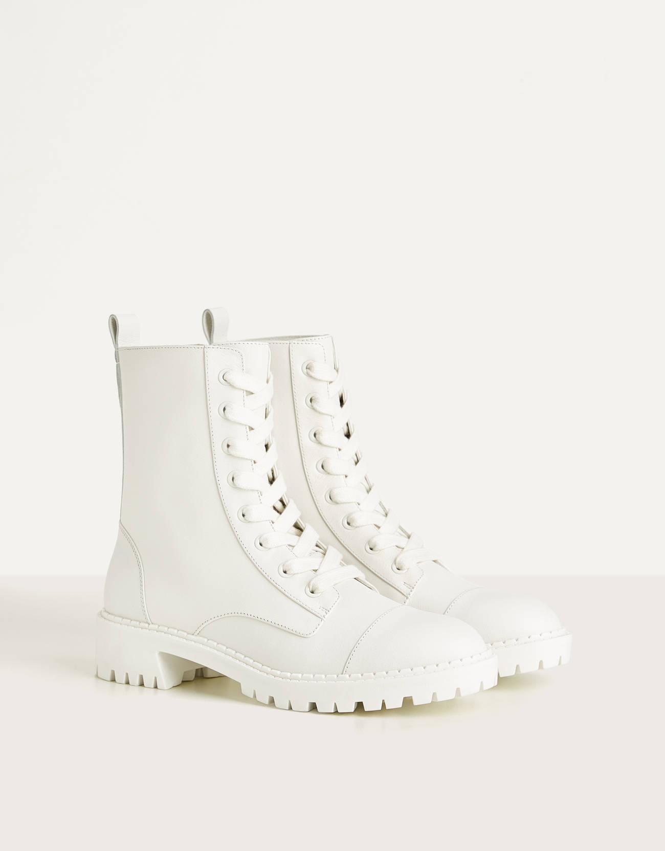 Botas de piel blancas de estilo militar