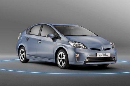 Toyota Prius híbrido eléctrico enchufable. Su puesta a punto ha durado más de dos años incluyendo vehículos prestados a particulares