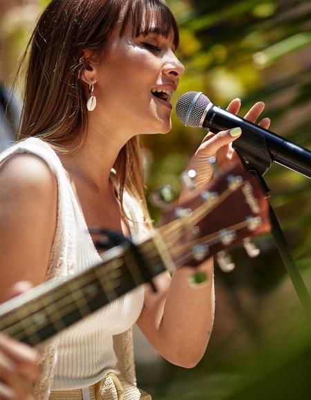 Aitana Ocaña se viste con la nueva colección de Stradivarius y nos da las claves para un verano lleno de estilo