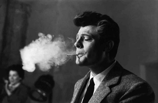 Marcello Mastroianni en una pausa del rodaje de La Dolce Vita, 1959 © Cortesía de Arturo Zavattini