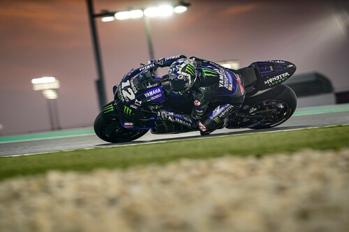 Maverick Viñales da una lección de adelantamientos para domar a las Ducati en Losail