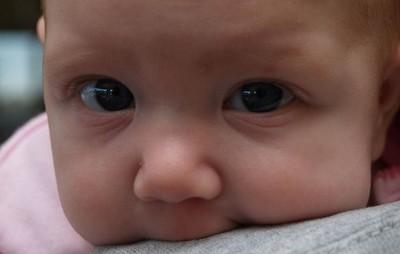 ¿Cómo es posible que un bebé de 4 meses contrate preferentes?