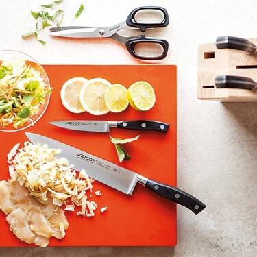 Encontramos el juego de cuchillos definitivo para completar nuesta cocina: es de la marca Arcos y está rebajado casi ochenta euros