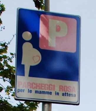 Estacionamiento reservado para embarazadas en Milán