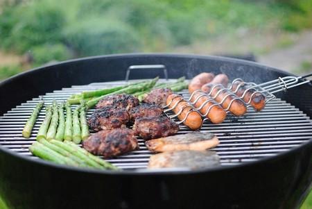 Asar a la parrilla con carbón sabe mejor que cocinar con gas