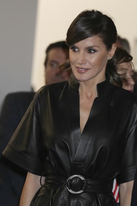 Cuero negro y nuevo peinado a lo Kate Middleton: las claves del último (y fantástico) look de Doña Letizia