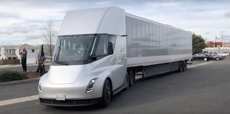 Tesla SemLos primeros camiones de Tesla podrían llegar a finales de 2020