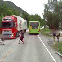 Video: El frenado autónomo de un camión de Volvo le salvó la vida a un niño distraído