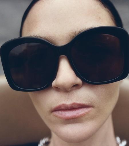 Protege tu mirada del sol con estilo y en clave low-cost. Zara sabe cómo hacerlo y nos lo presenta en su nueva colección