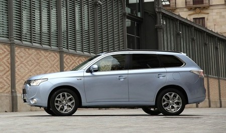 Mitsubishi nos trae su híbrido enchufable a un precio muy interesante. Regreso a Motorpasión Futuro