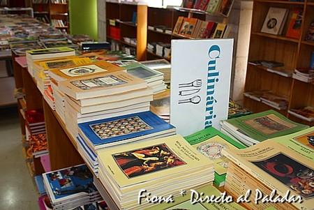 Libros en la planta superior