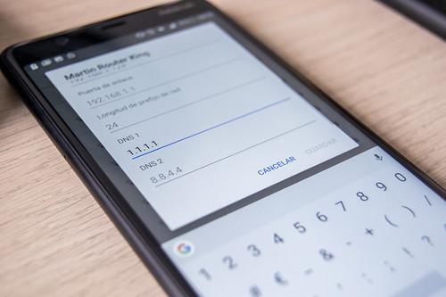 Qué es y cómo configurar un DNS en iOS y Android
