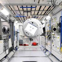 """Un robot flotante con inteligencia artificial y """"cara"""" será el próximo astronauta en la Estación Espacial Internacional"""