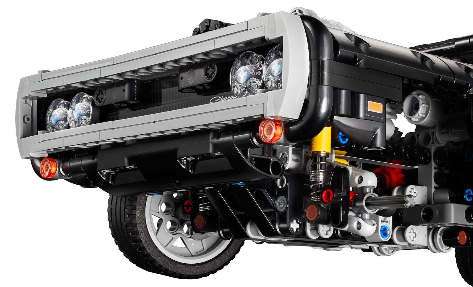 Foto de LEGO Technic Dom's Dodge Charger (11/18)