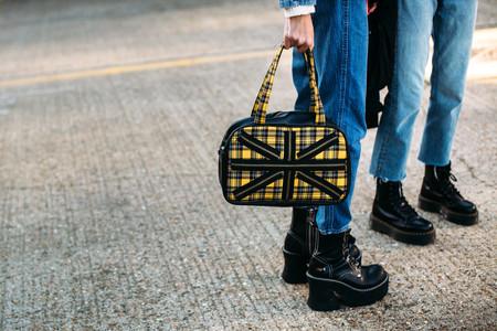 Nos inspiramos en el street style para pisar con fuerza este invierno con unas botas (o botines) de plataforma en color negro
