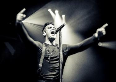Robbie Williams se pone romántico nivel experto en 'Different', su nuevo moñas-single
