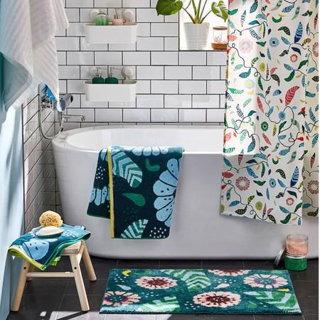 El mejor antídoto contra un baño aburrido o pasado de moda pueden ser los complementos que devuelvan el color y la alegría al cuarto de baño