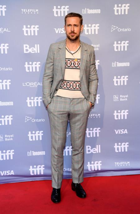 Ryan Gosling Nos Muestra Como Ir Confortables Y Elegantes Con Un Gran Atuendo Para Otono 3