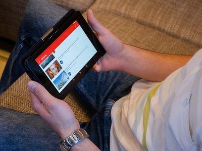 Probamos qué oculta el modo restringido de YouTube y hablamos con los principales afectados
