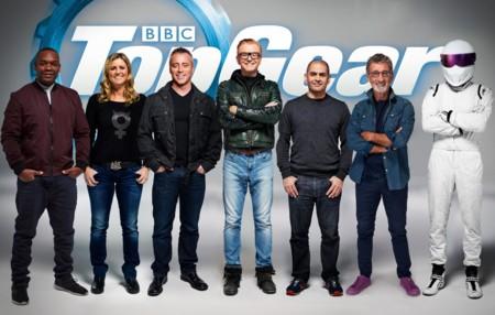 Tierra, baches, charcos y saltos en el circuito de pruebas del nuevo Top Gear