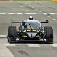 Un coche autónomo de carreras se ha enfrentado a un piloto profesional: el resultado no impresiona pero asusta
