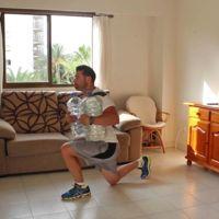 Entrenamiento en casa con garrafas de agua