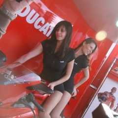 Foto 13 de 35 de la galería las-pit-babes-de-estoril-en-una-ducati-1098 en Motorpasion Moto