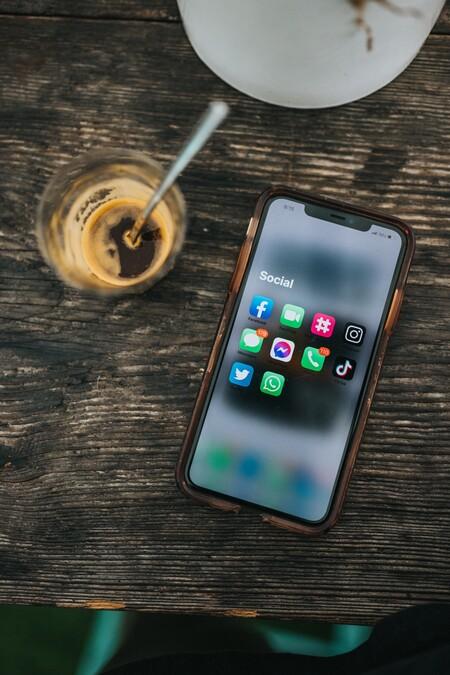 Cómo poner WhatsApp en modo vacaciones: así funciona esta nueva modalidad para hacer detox mental y que no te molesten ciertos contactos