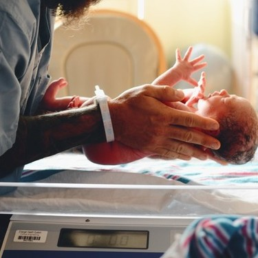 Nace el segundo bebé sano de una madre con coronavirus en España