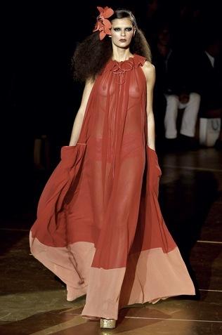 Foto de Tendencias Primavera 2011: el dominio del rojo en la ropa (26/28)