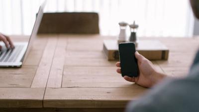 Uno de cada cuatro empleados de tu empresa es adicto al smartphone