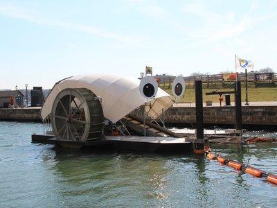 """'Mr. Trash Wheel', la rueda con paneles solares que se ha """"comido"""" más de 500 toneladas de basura"""