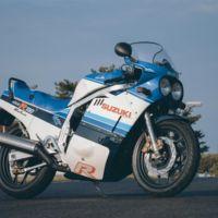 Y los ingleses siguen demostrando que nos dan mil vueltas: seguro para clásicas Suzuki
