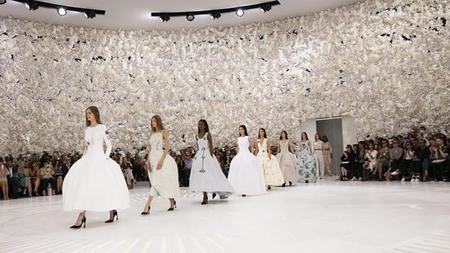 Dior realiza una construcción arquitectónica de su nueva colección Couture fundamentándola en la historia