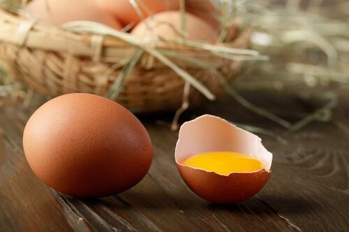 Dieta para reducir el colesterol alto: sus puntos clave, qué alimentos priorizar y cuáles evitar